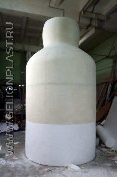 Десятиметровая бутылка из пенопласта